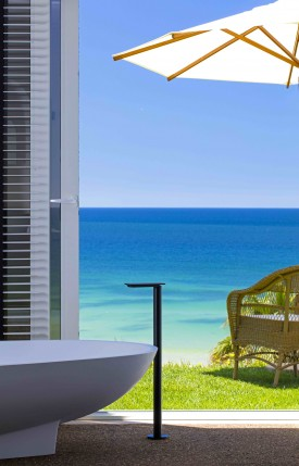 rooms-junior-suite-saudade-bath-seaview
